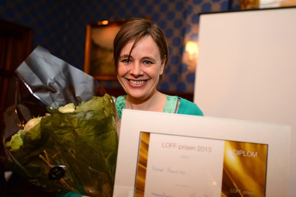 Ansvarlig redaktør Eline Lønnå i Magasinet for fagorganiserte mottok  LOFF-prisen på vegne av Frode Rønning som er i pappapermisjon. Foto: Kristian Brustad